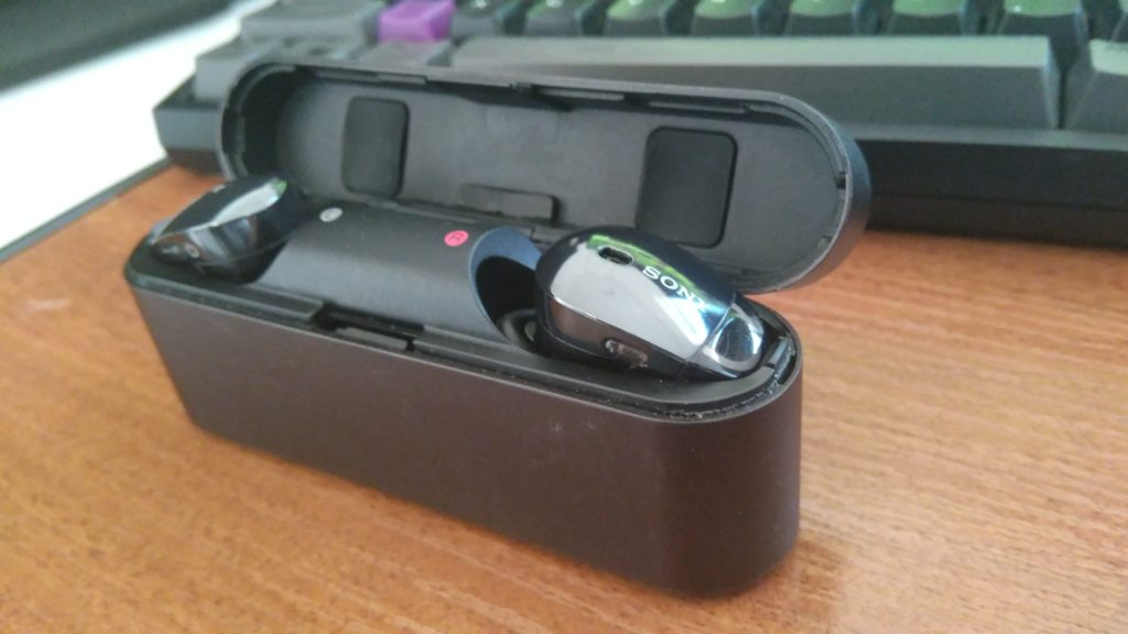Sony WF1000X в кейсе